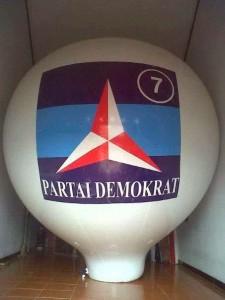 balon udara partai demokrat