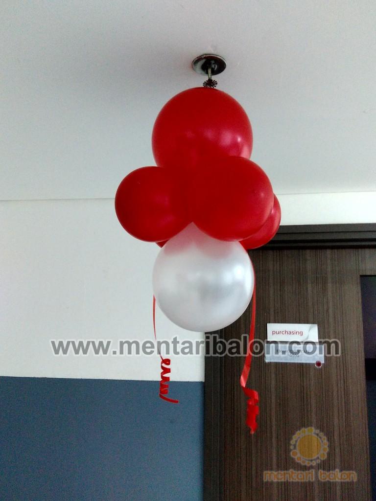 balon lampion merah putih