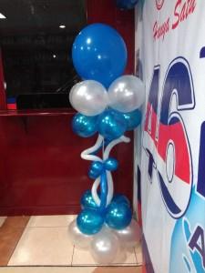standing balon biru putih