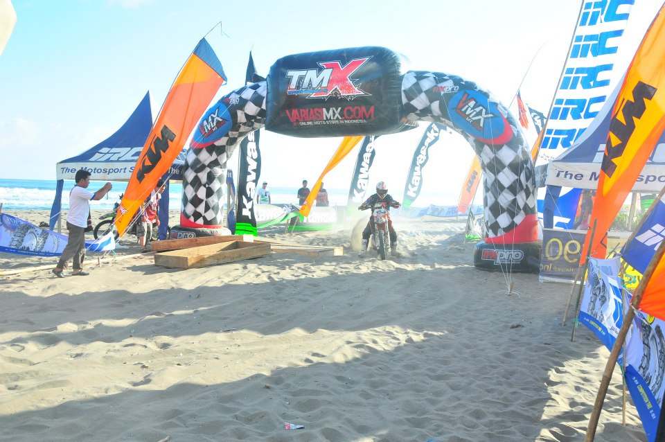 balon gate karakter motocross