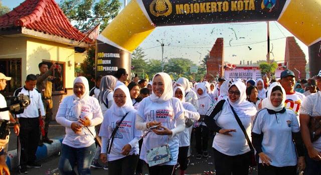 Balon Gate Mojokerto Kota Meriahkan Jalan Santai Jawa Timur Damai